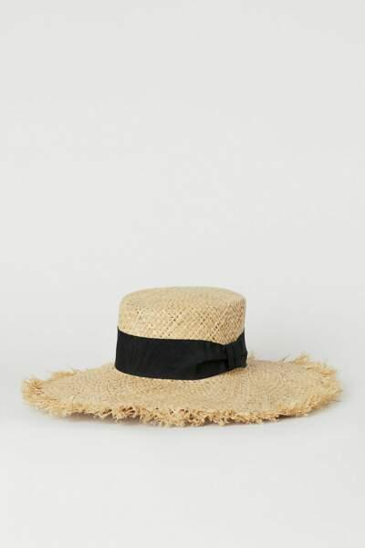 Chapeau en paille et ruban noir, 14,99 €, H&M.