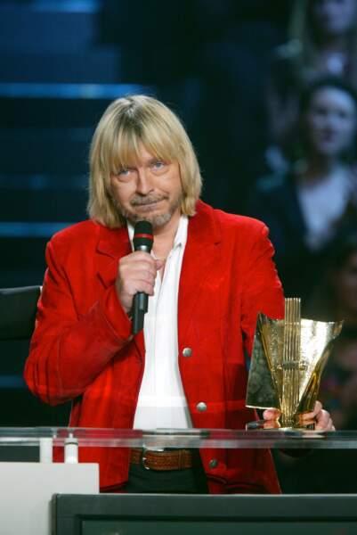 Aux Victoires de la Musique en 2003, il remporte le prix du chanteur, de l'album et de la chanson de l'année