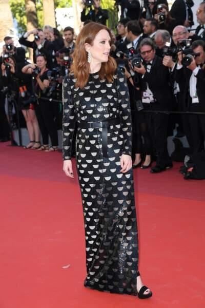 Julianne Moore, égérie L'Oréal Paris, en Louis Vuitton, bijoux Chopard