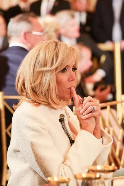 Brigitte Macron en tailleur blanc signé Louis Vuitton