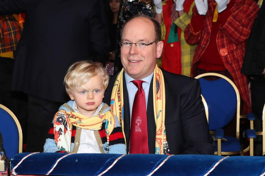 Le prince Albert de Monaco est très fier de son fils avec qui il est allé au cirque de Monte-Carlo