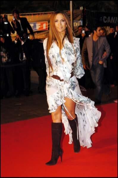 Jennifer Lopez sur le tapis rouge des NRJ Music Awards à Cannes en 2005