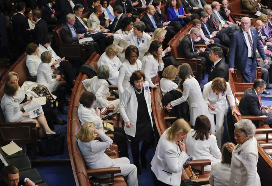 Et la couleur des élues démocrates pour le premier discours de Donald Trump devant le Congrès, en février 2017.