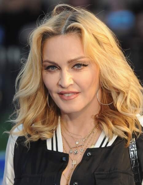 Madonna et son carré long aux ondulations naturelles à Londres en 2016