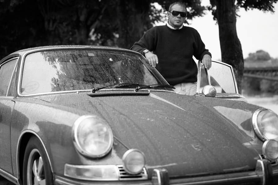 Chad McQueen, le fils de Steve McQueen, pendant le tournage du documentaire The Man & Le Mans