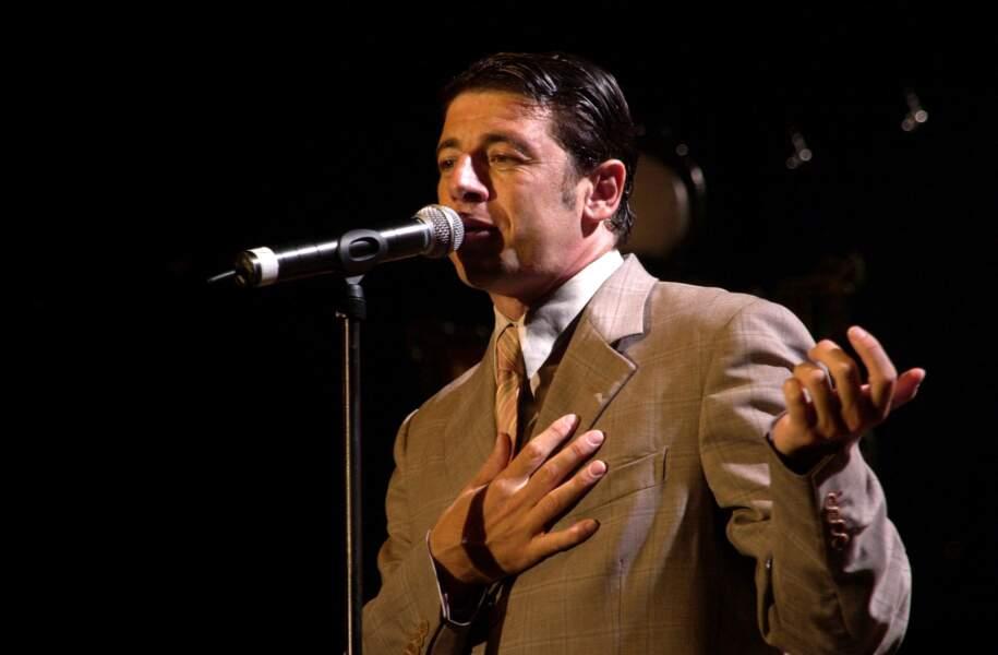 """Patrick Bruel en concert à Fréjus lors de sa tournée """"Entre Deux"""" en 2002"""