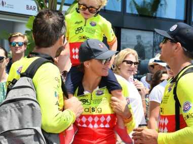 PHOTOS - Charlène de Monaco et ses enfants assortis en tenue de sport et lunettes miroir