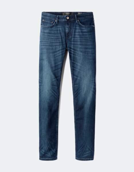 Jean brut en coton denim 49.99 € (celio).