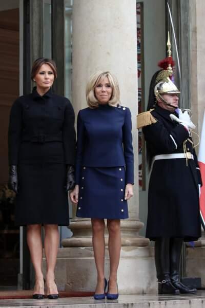 Brigitte Macron en tailleur-jupe courte accueille Melania Trump à l'Elysée