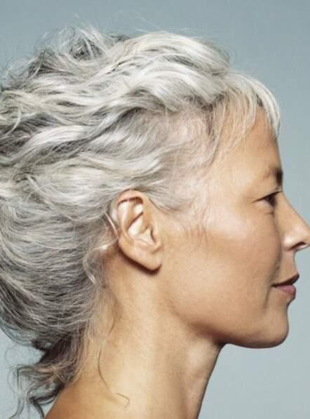Des cheveux gris en pleine forme