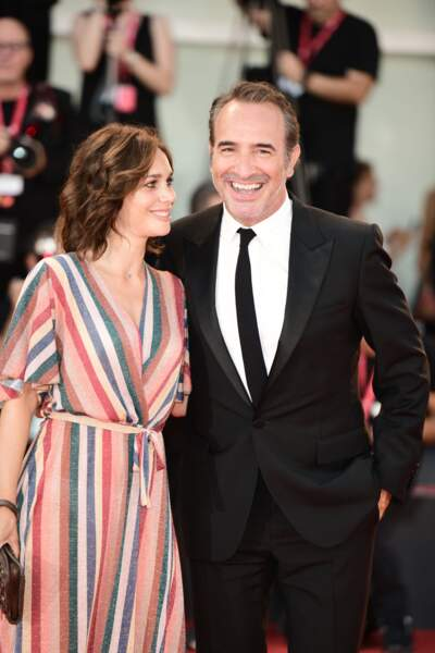 Jean Dujardin et Nathalie Péchalat sont apparus complices sur le tapis rouge de la Mostra de Venise