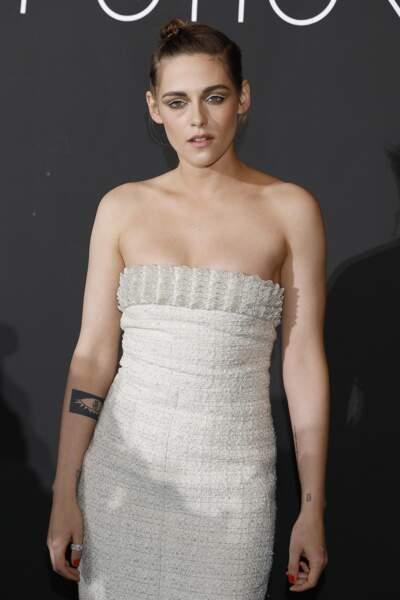La ravissante Kirsten Stewart affiche sa silhouette en robe fourreau à l'occasion du festival de Cannes 2018.