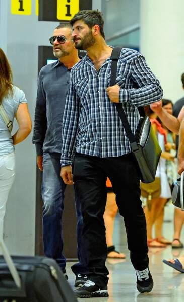 Juillet 2012: George et Fadi, nouveaux amants de la jet-set, débarquent à Barcelone, en Espagne.