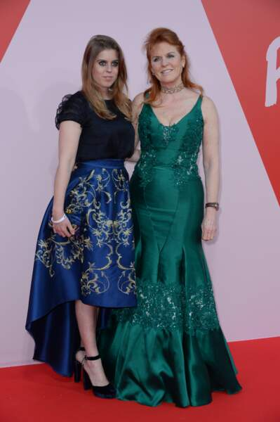 "Beatrice d'York et Sarah Ferguson au défilé ""Fashion For Relief"" en marge du festival de Cannes, le 21 mai 2017"