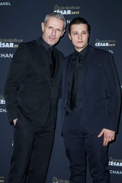 Lambert Wilson et Jules Benchetrit prennent la pose en Berluti à la soirée des révélations des Césars.