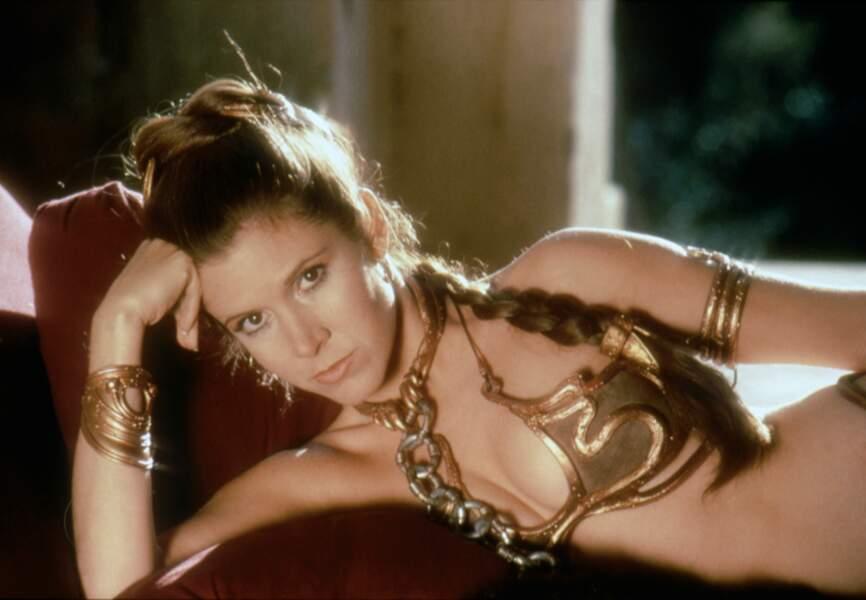 La princesse Leia dans son célèbre bikini doré dans Le retour du Jedi en 1983