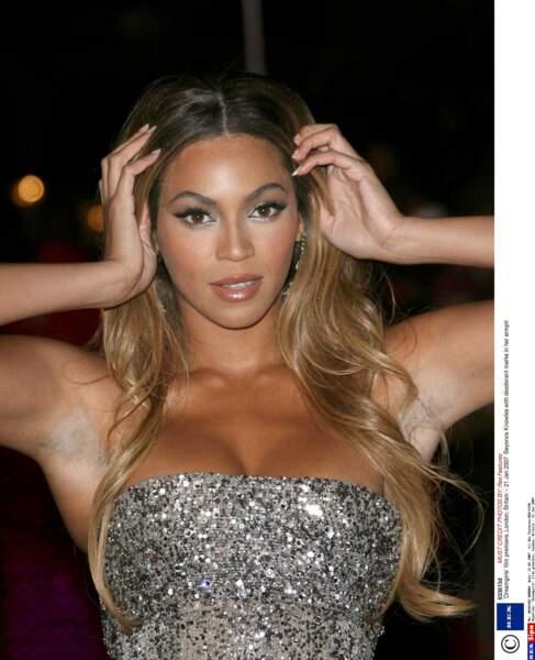 Beyoncé se contente d'une ombre discrète, mais bien réelle.