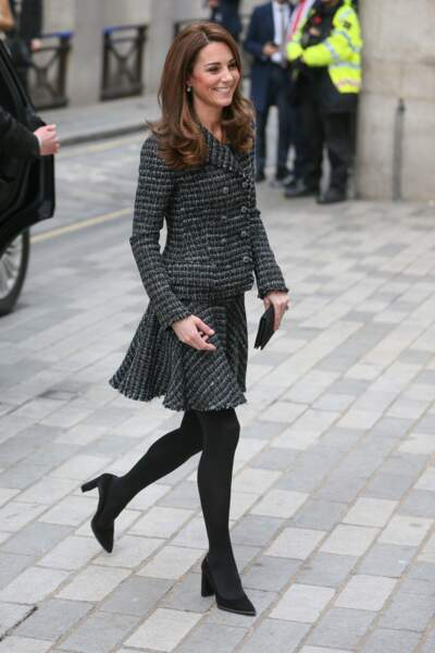 Kate Middleton les cheveux lâchés et légèrement ondulés
