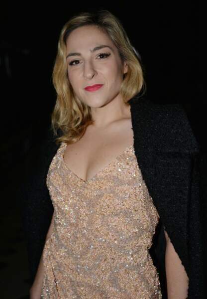 La jeune actrice de 33 ans ne semble pas souffrir du froid actuel, et s'est dévoilée avec un décolleté hyper sexy.