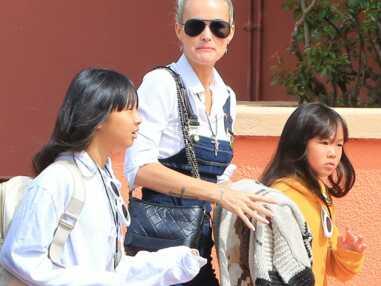 PHOTOS – Laeticia Hallyday en balade avec ses filles