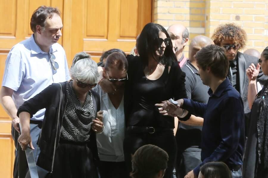Sylvie Ortega Munoz, soutenue par ses proches, aux obsèques de Ludovic Chancel le 17 juillet 2017