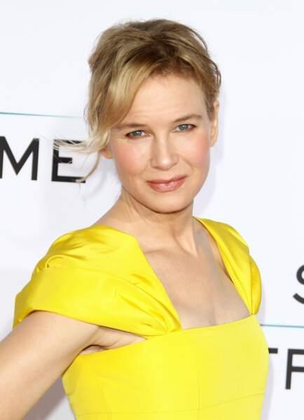 """Renée Zellweger ne rougit pas que quand Mark Darcy lui parle dans """"Le Journal de Bridget Jones"""""""
