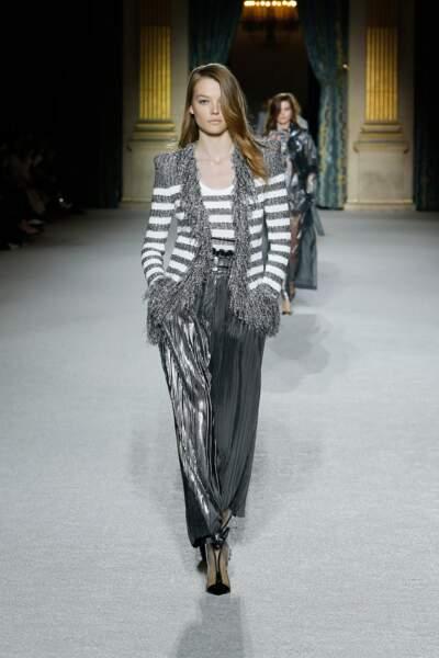 Balmain mixe la veste en tweed iconique adoptée par Jenifer à l'imprimé marinière, chiquissime !