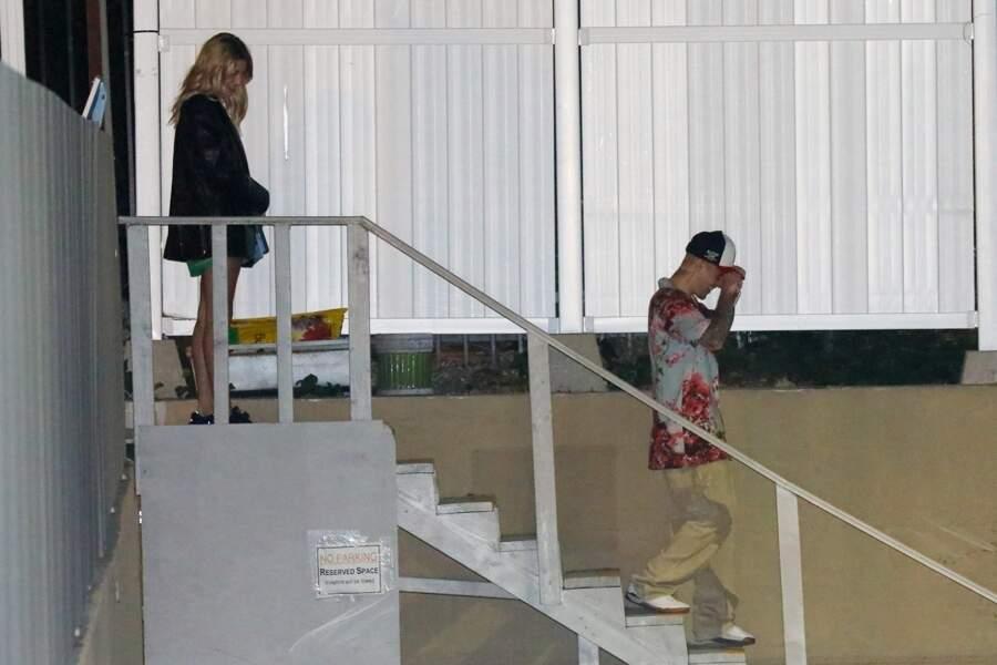 Même Hailey Bieber s'offre le blazer en cuir J Brand !