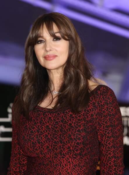 Monica Bellucci aime changer régulièrement de look en coupant simplement une frange