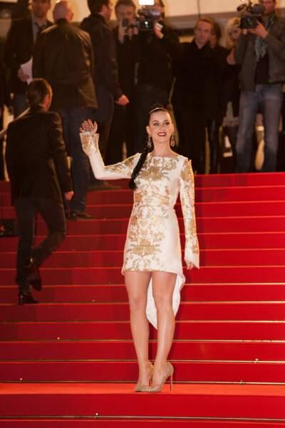 Katy Perry lors de la montée des marches de la 15e édition des NRJ Music Awards, le 14 décembre 2013 à Cannes