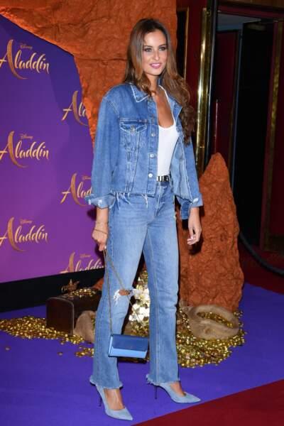 Malika Ménard a complété son look avec une paire d'escarpins bleu pastel