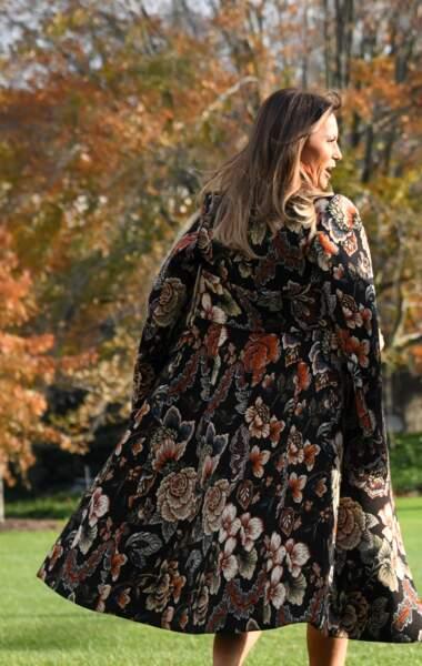 Melania Trump porte un manteau Stella McCartney d'une valeur de 1265 euros