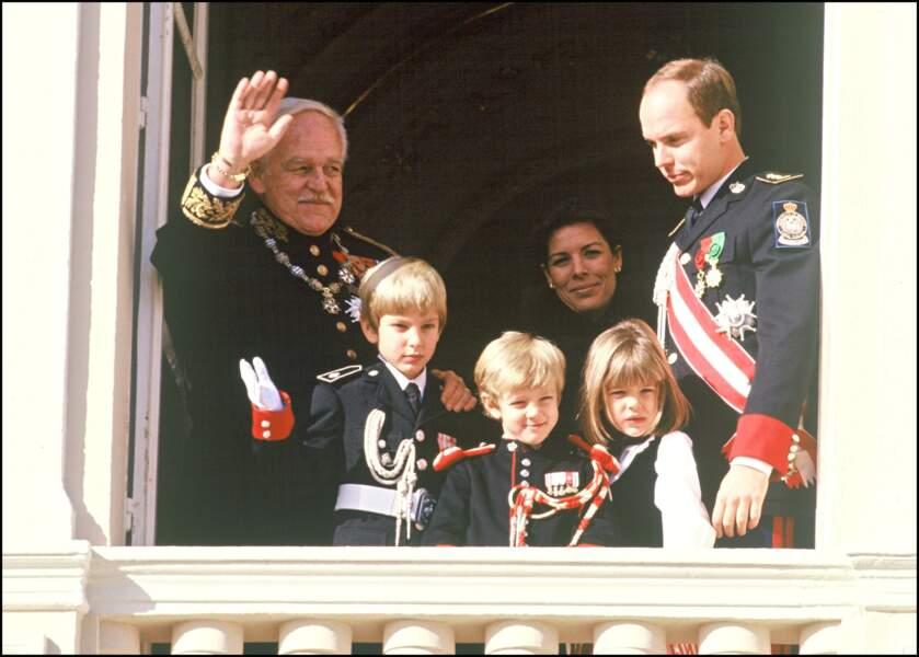 Rainier, Andrea, Pierre et Charlotte Casiraghi, Caroline et Albert de Monaco, lors de la fête nationale en 1992