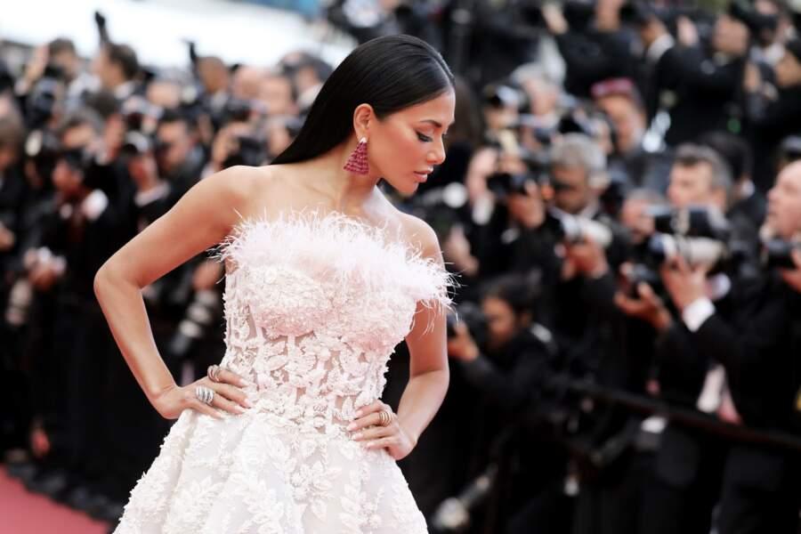 Nicole Scherzinger dans une robe immaculée sur les marches du festival de Cannes 2018.