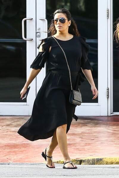 Eva Longoria se balade à Miami, le 26 décembre 2017.