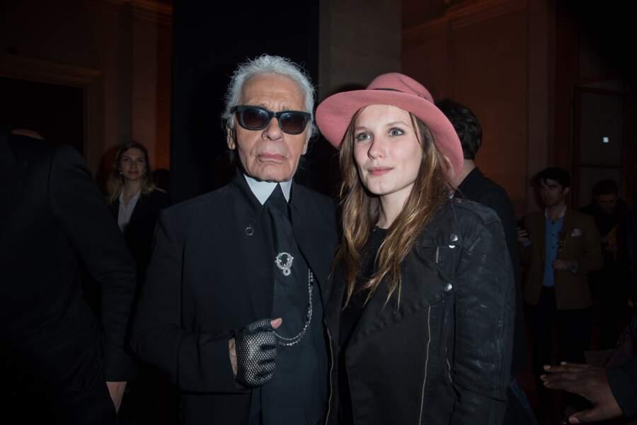 Karl Lagerfeld et Ana Girardot lors du lancement du parfum Karl Lagerfeld à Paris en 2014