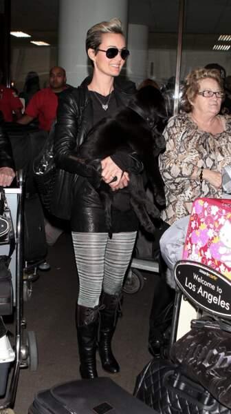 2011  : Laeticia Hallyday était déjà du modèle de lunettes aviateur version miroir