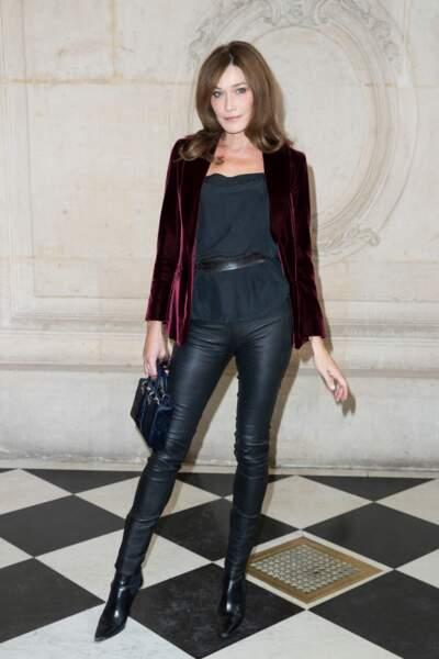 En veste en velours et pantalon en cuir, pour le défilé Christian Dior lors de la fashion week en 2016