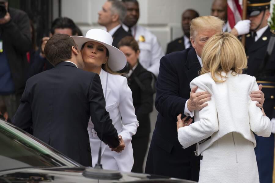 Emmanuel Macron remercie Melania Trump, tandis que Donald Trump remercie Brigitte Macron