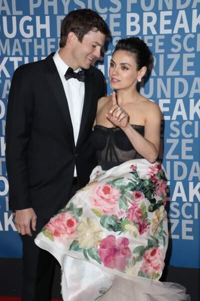 Ashton Kutcher et sa femme Mila Kunis, des parents ultra canons et amoureux