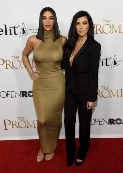 Kim Kardashian West et sa soeur Kourtney Kardashian sur le tapis rouge de The Promise