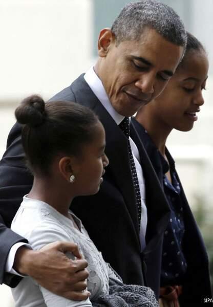 Barack tendre avec sa petite Sasha, de retour de l'Eglise épiscopale St John, Washington, dimanche 28 octobre 2012