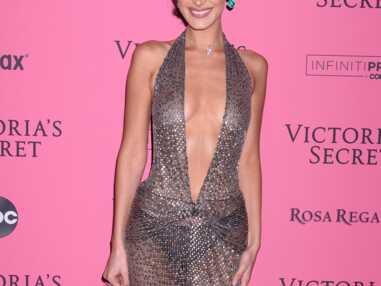 PHOTOS - Bella Hadid ultra sexy en robe transparente et très décolletée...