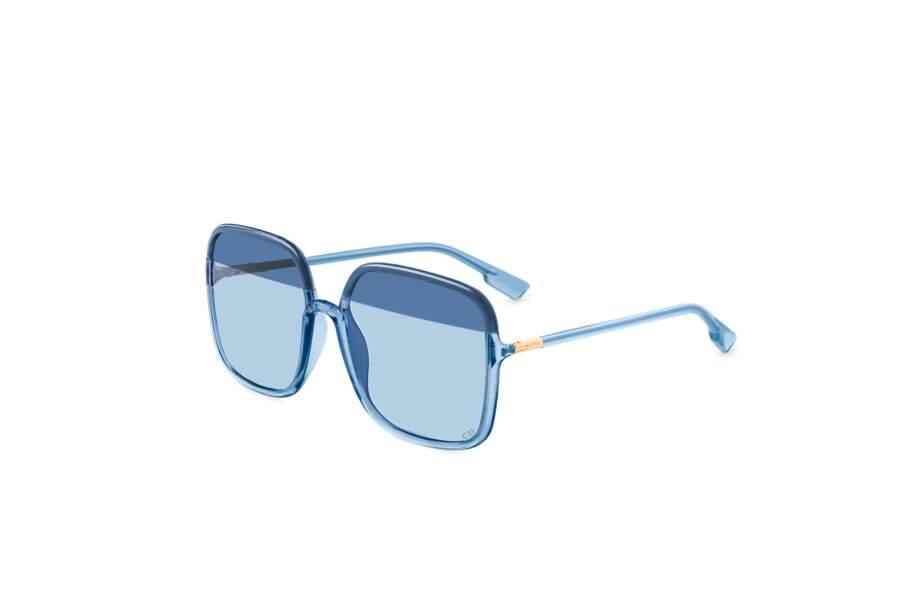 Enfin, l'arme fatale de l'été sont les lunettes de soleil. Bleues, roses : quelles seront vos préférées chez Dior ?