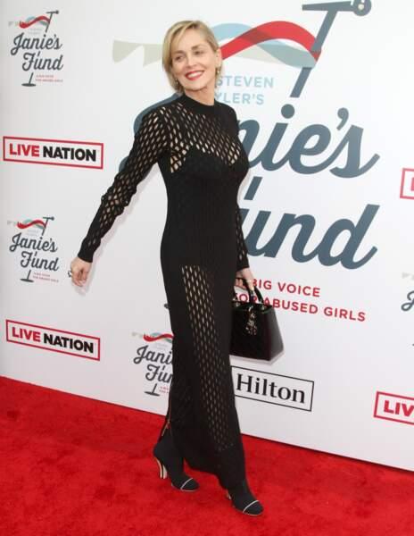 Sharon Stone (60 ans), semble conserver éternellement son sourire éblouissant et sa silhouette de jeune fille