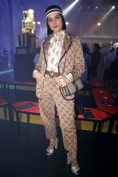 la chanteuse Soko ultra lookée chez Gucci