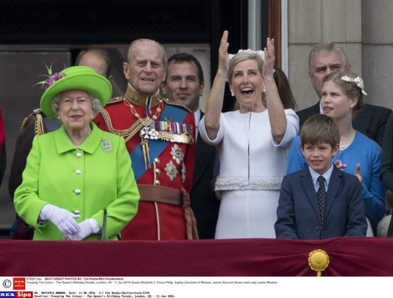Pour le Trooping the Colour de ses 90 ans,  la Queen, en total look vert pomme,  a ébloui  la planète.