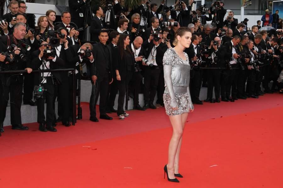 Kristen Stewart monte les marches pour le film Blackkklansman durant le festival de Cannes 2018