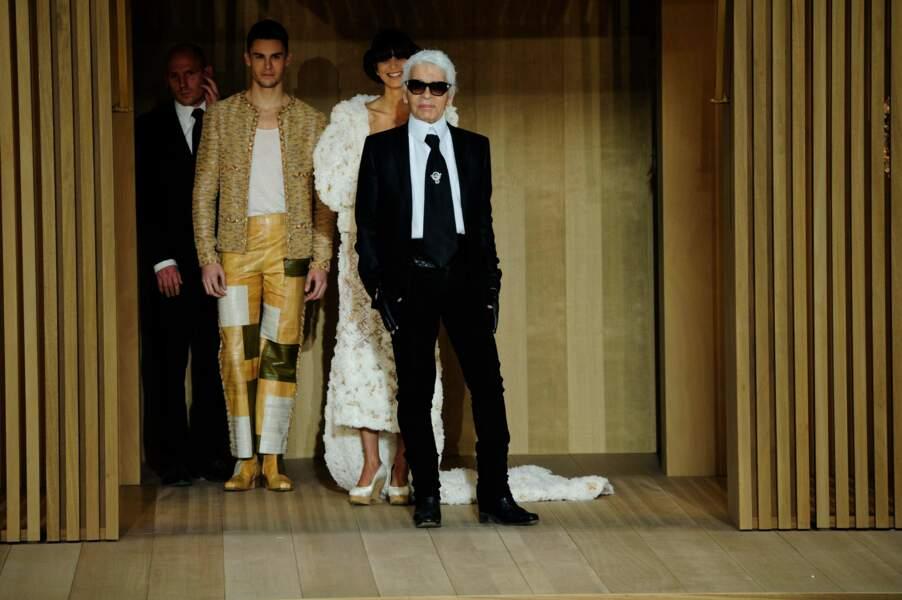 Baptiste Giabiconi et Karl Lagerfeld au défilé de Chanel, collection printemps-été 2016, au Grand Palais