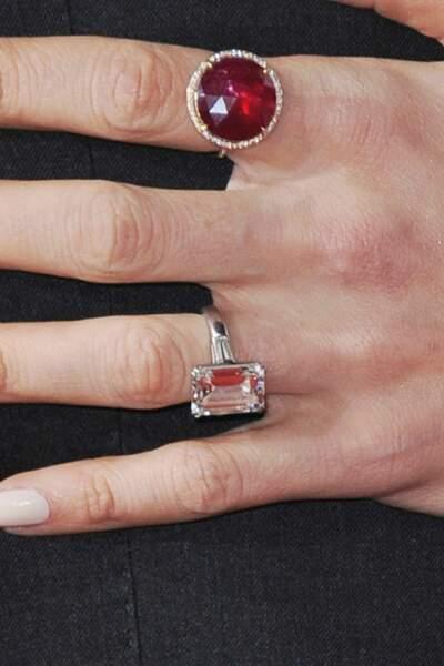 Sa bague de fiançailles offerte par George Clooney